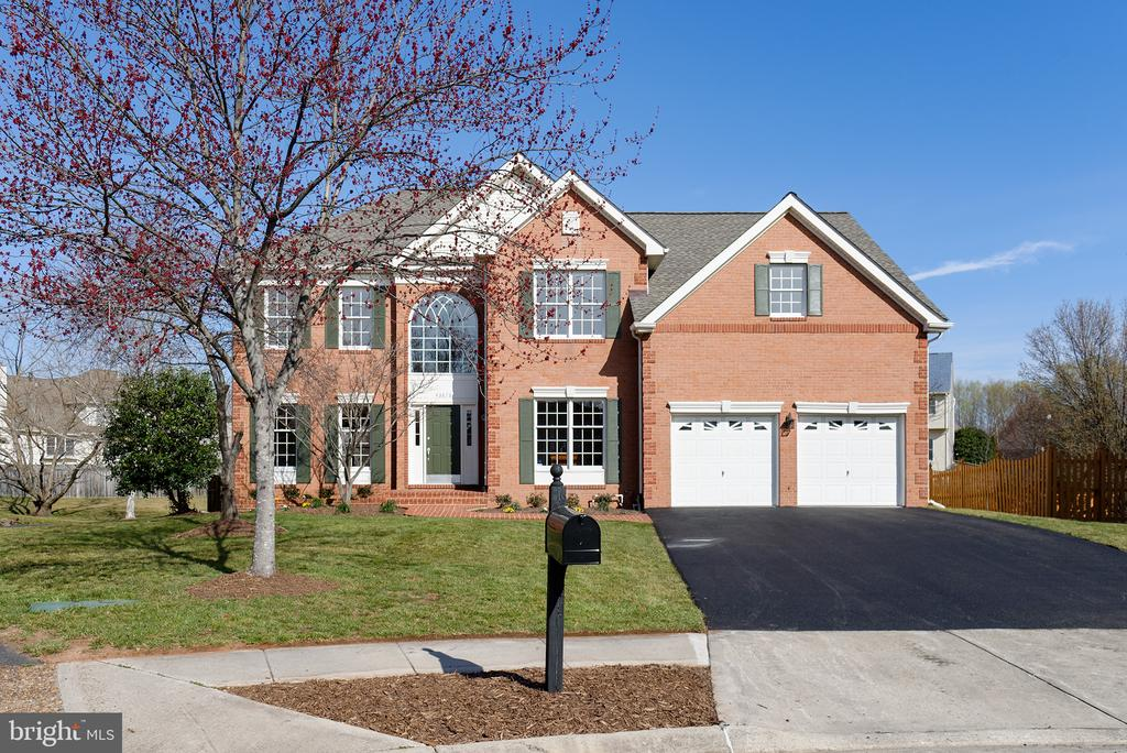 Great Curb Appeal - 43678 FROST CT, ASHBURN