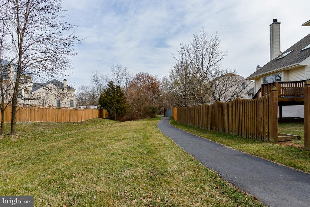 Leisure Paths Throughout the Neighborhood - 43678 FROST CT, ASHBURN