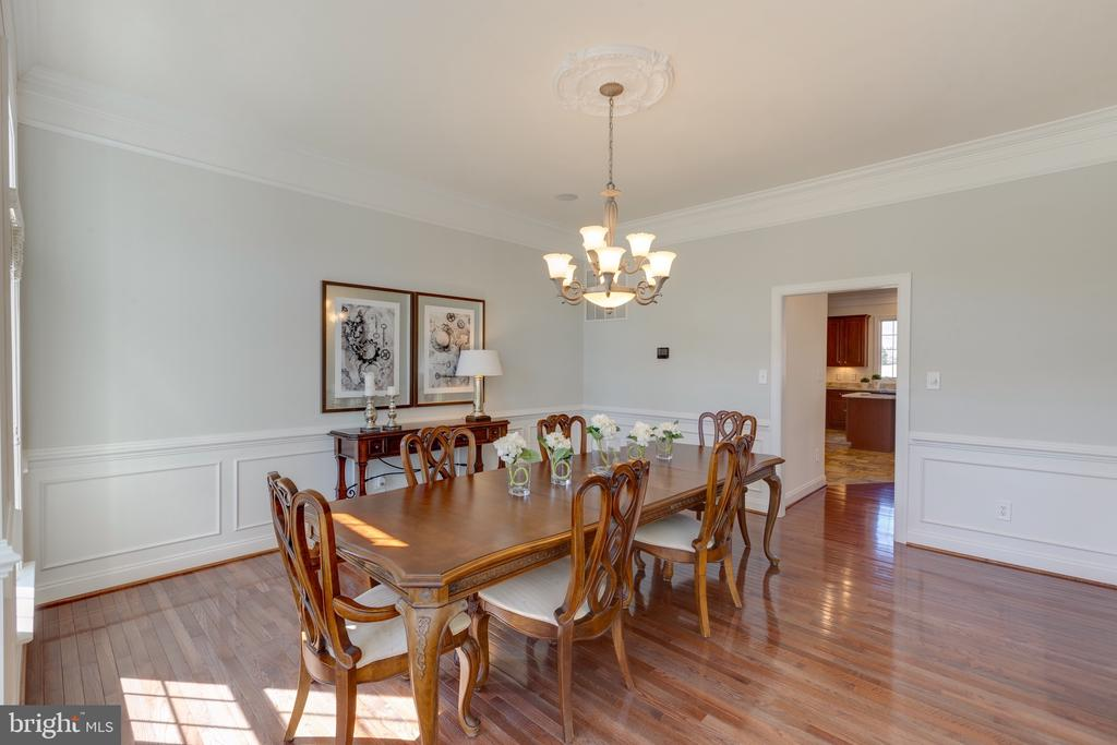 Large Dining Room with 10' Ceilings - 16357 LIMESTONE CT, LEESBURG