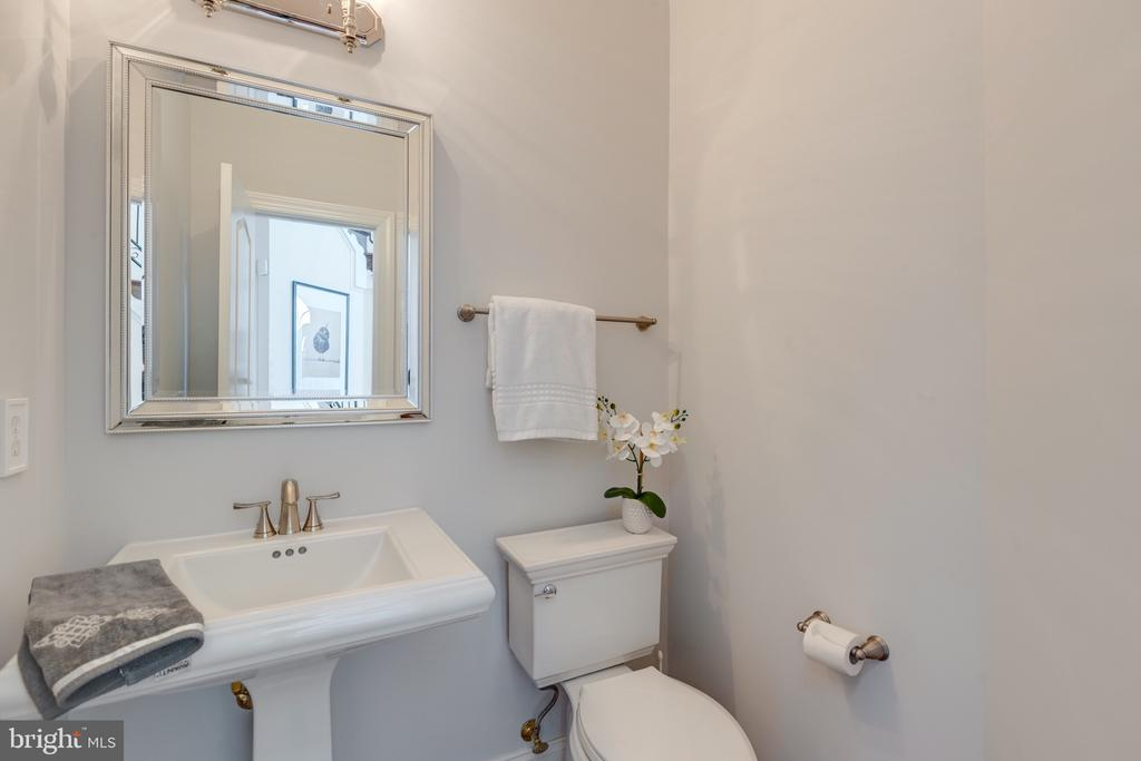 One of 2 Main Level Powder Rooms - 16357 LIMESTONE CT, LEESBURG