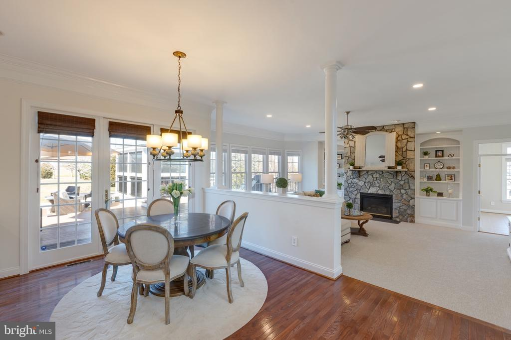 Kitchen Dining Area w/Access to Outdoor Living - 16357 LIMESTONE CT, LEESBURG