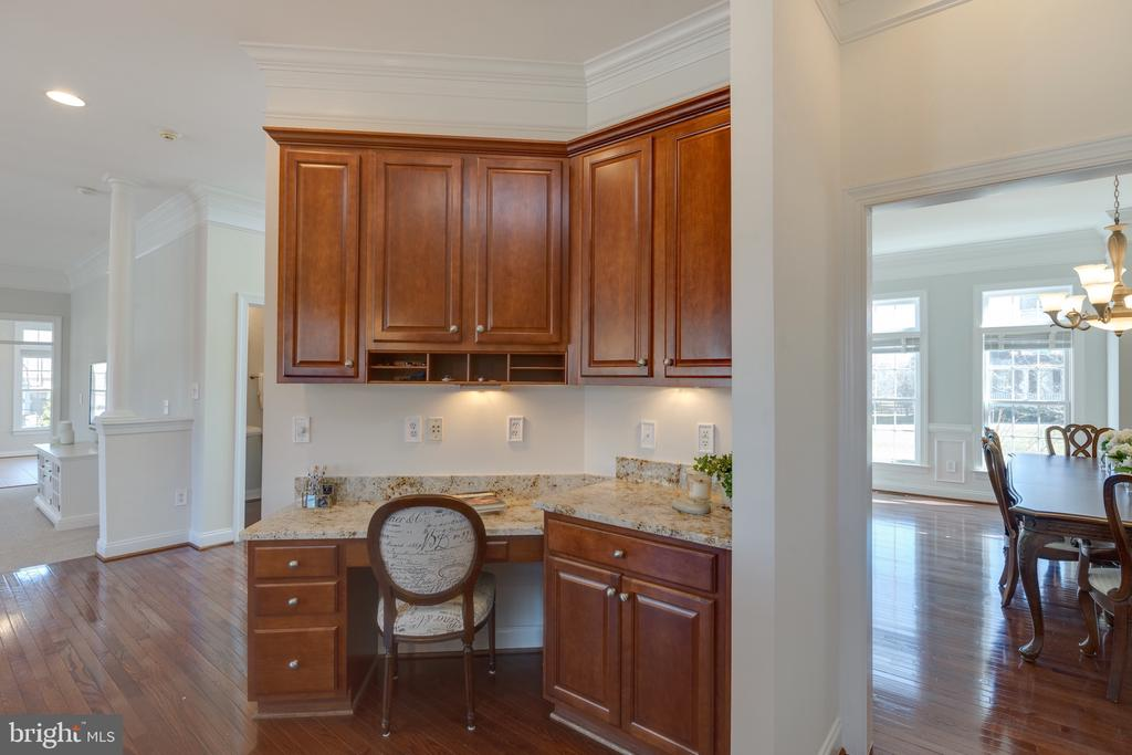 Kitchen Work Station - 16357 LIMESTONE CT, LEESBURG