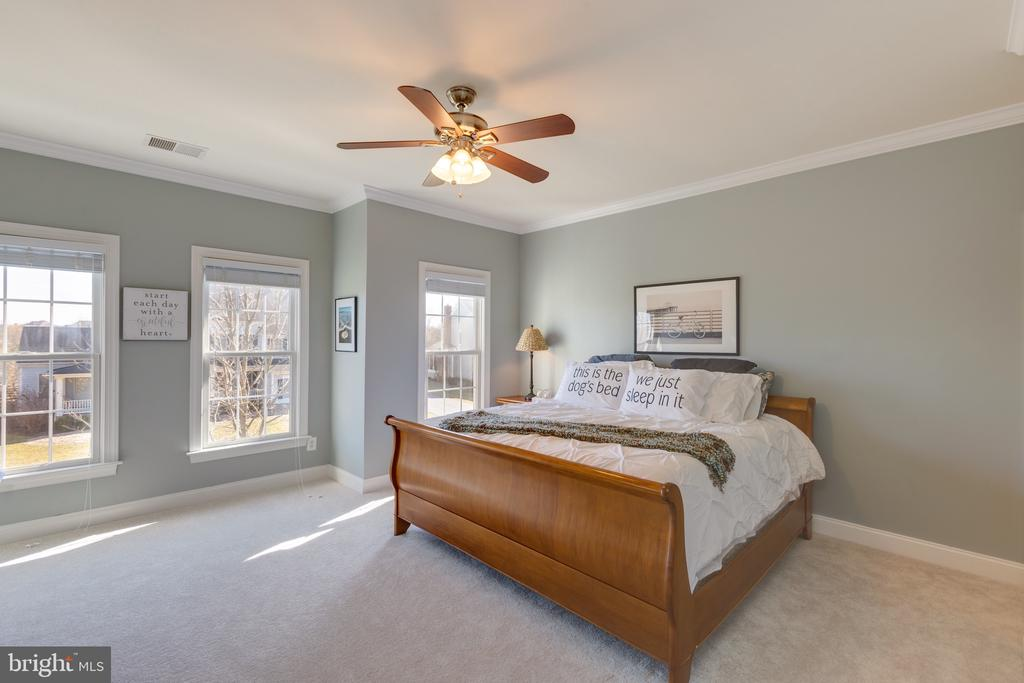 Large Secondary Bedrooms with Ensuite Bath - 16357 LIMESTONE CT, LEESBURG