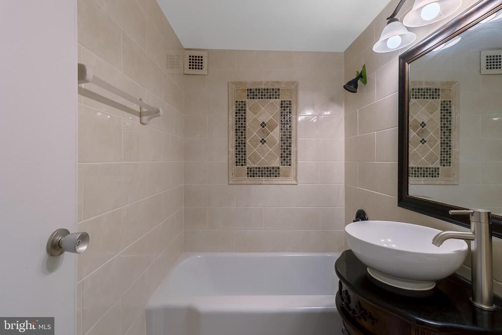 Bathroom - 5410 CONNECTICUT AVE NW #517, WASHINGTON