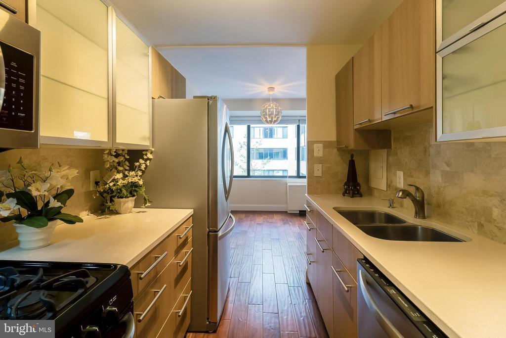 Kitchen - 5410 CONNECTICUT AVE NW #517, WASHINGTON