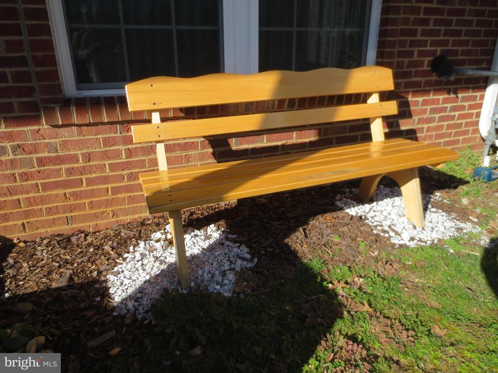 Solid wood bench; conveys - 10623 LEGACY LN, FAIRFAX