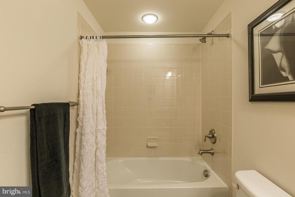 4th full bathroom - 17013 SILVER ARROW DR, DUMFRIES