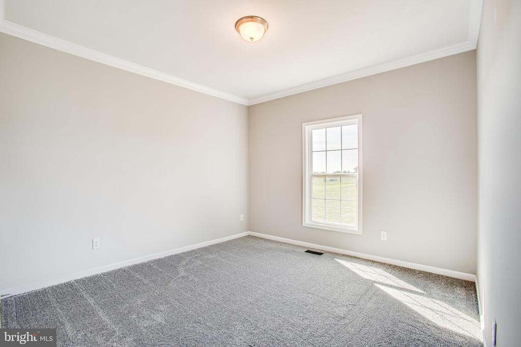 - 38629 PATENT HOUSE LN, LOVETTSVILLE