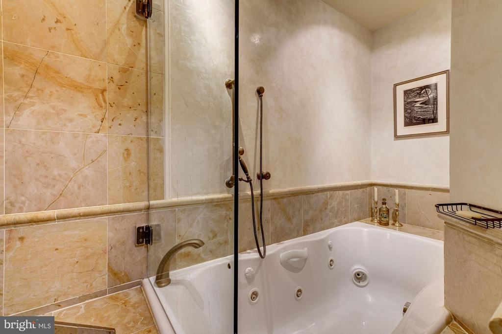 Large whirlpool bath. - 1423 36TH ST NW, WASHINGTON