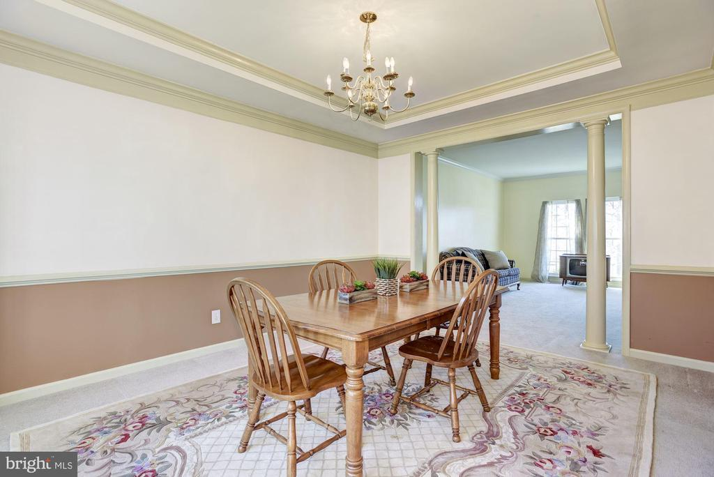 Dining Room has ceiling tray and crown molding - 25558 MINDFUL CT, ALDIE