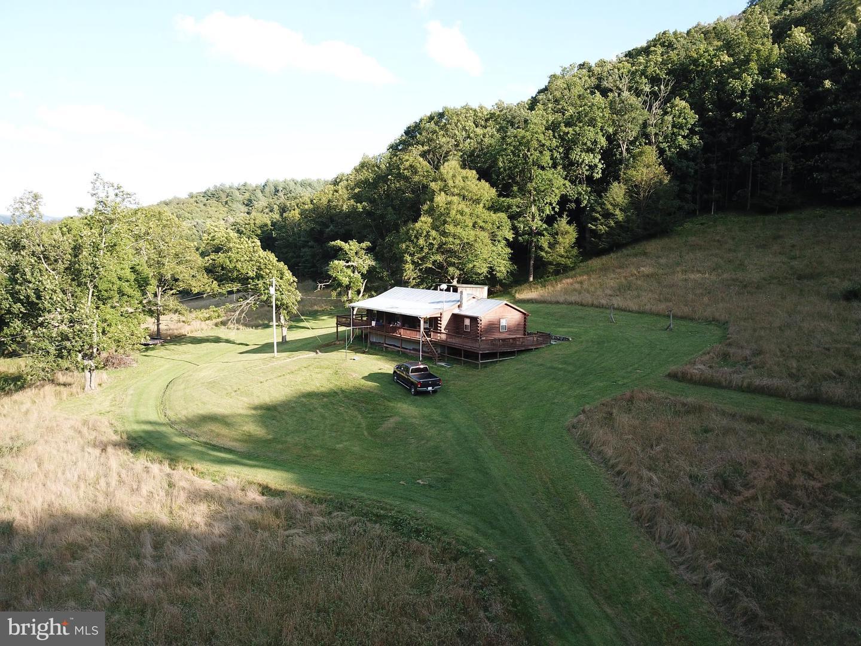 Single Family Homes för Försäljning vid Sugar Grove, West Virginia 26815 Förenta staterna