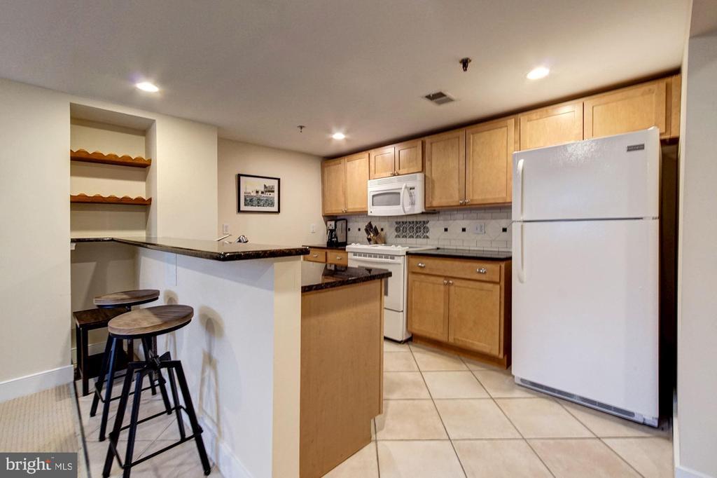 Lower Level Income Unit- Eat-in Kitchen - 1008 E CAPITOL ST NE, WASHINGTON