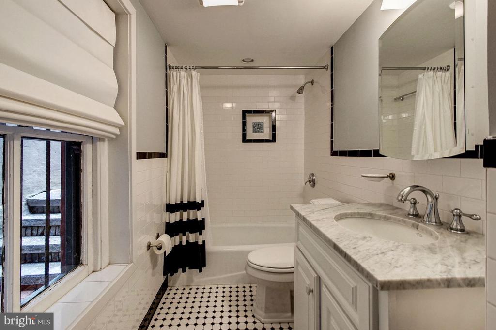 Lower Level Income Unit- Bath - 1008 E CAPITOL ST NE, WASHINGTON