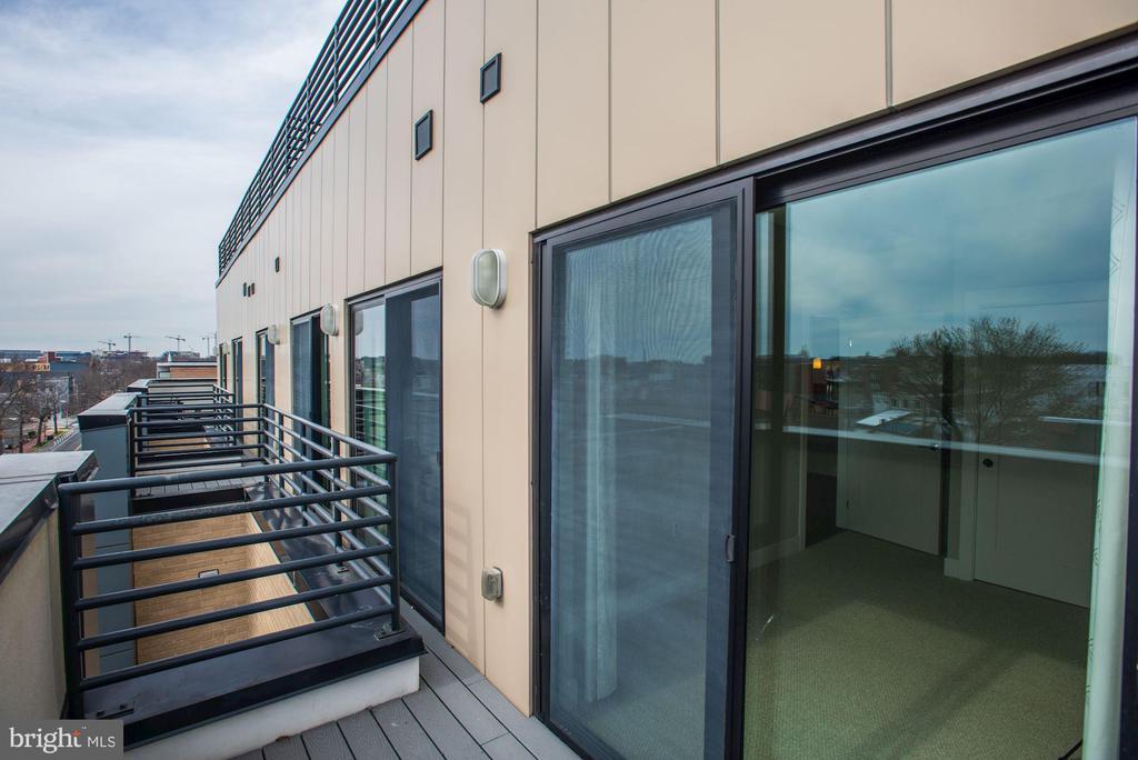 Attached dual balcony - 1111 ORREN ST NE #501, WASHINGTON