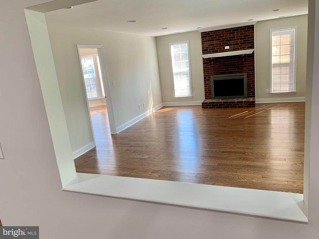 view into HUGE family room - 7010 ORIOLE AVE, SPRINGFIELD