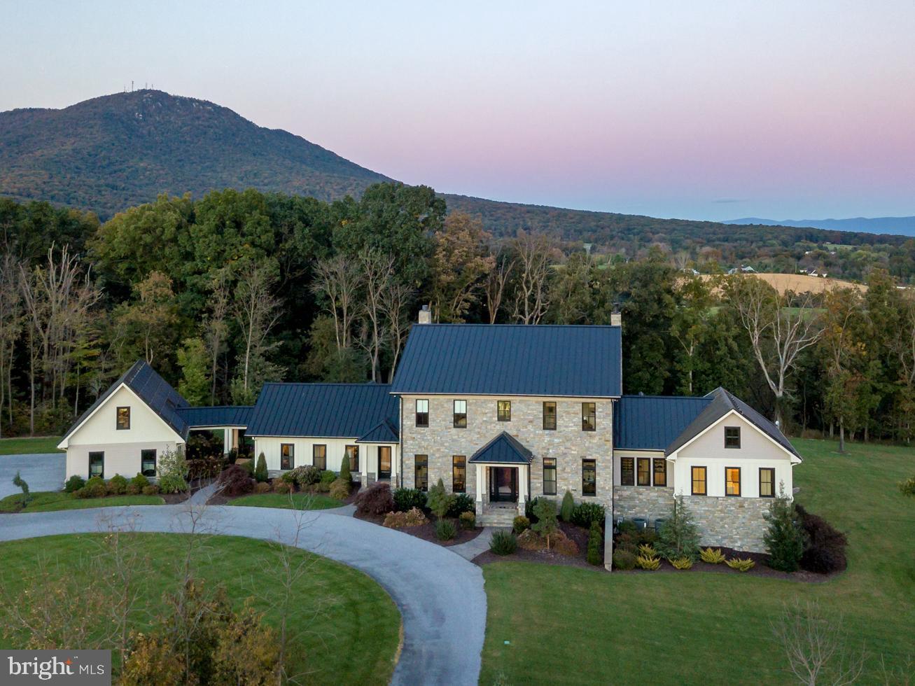 Single Family Homes 為 出售 在 Penn Laird, 弗吉尼亞州 22846 美國