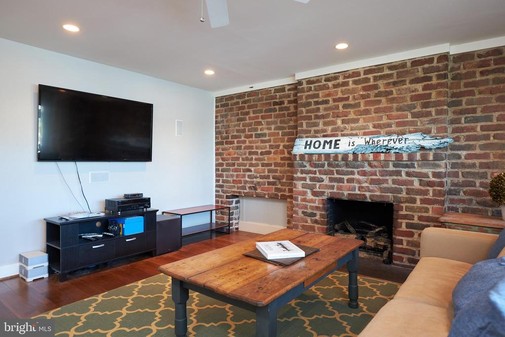 Den with Fireplace - 238 RIVERSIDE RD, EDGEWATER