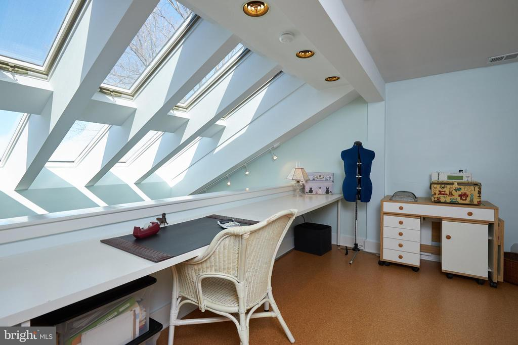 Sewing/Activity Room - 238 RIVERSIDE RD, EDGEWATER