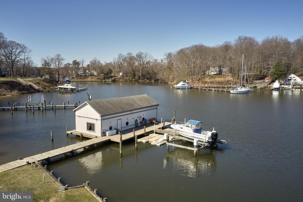 Boathouse & Multiple Docks & Floating Docks - 238 RIVERSIDE RD, EDGEWATER