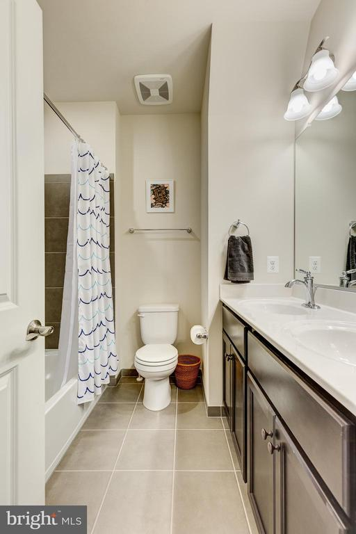 2nd bathroom w/ tub shower combo & dual vanity - 1148 HOLDEN RD, FREDERICK