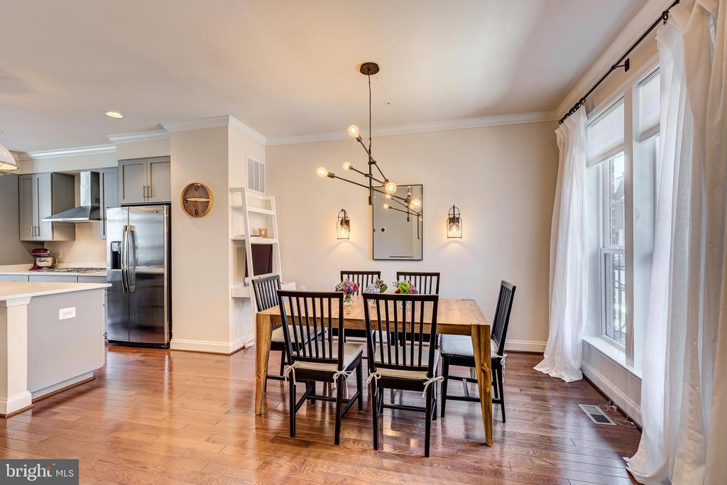Dining area off the kitchen w/ custom lighting - 1148 HOLDEN RD, FREDERICK