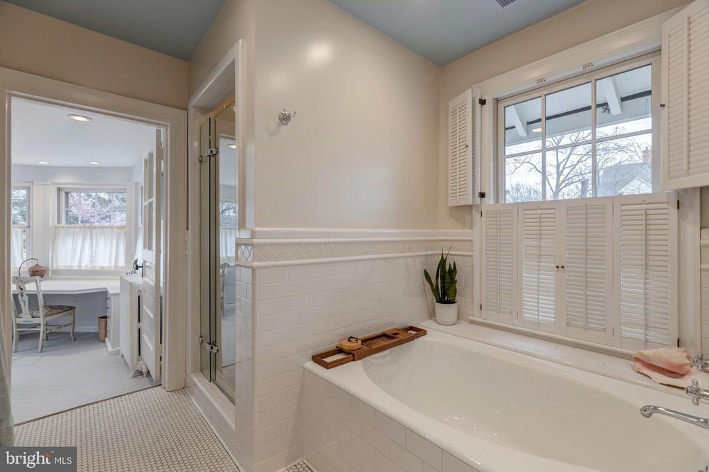Master bath - 3301 HIGHLAND PL NW, WASHINGTON