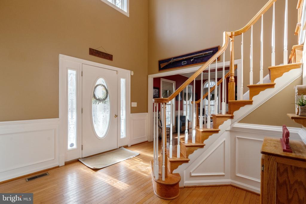 Beautiful 2 story foyer with hardwood staircase - 260 SPOTTED TAVERN RD, FREDERICKSBURG