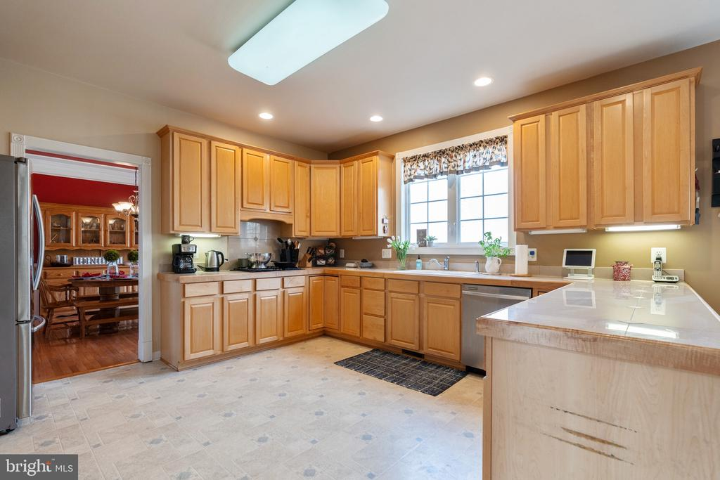 Kitchen with tons of cabinets and counter space - 260 SPOTTED TAVERN RD, FREDERICKSBURG
