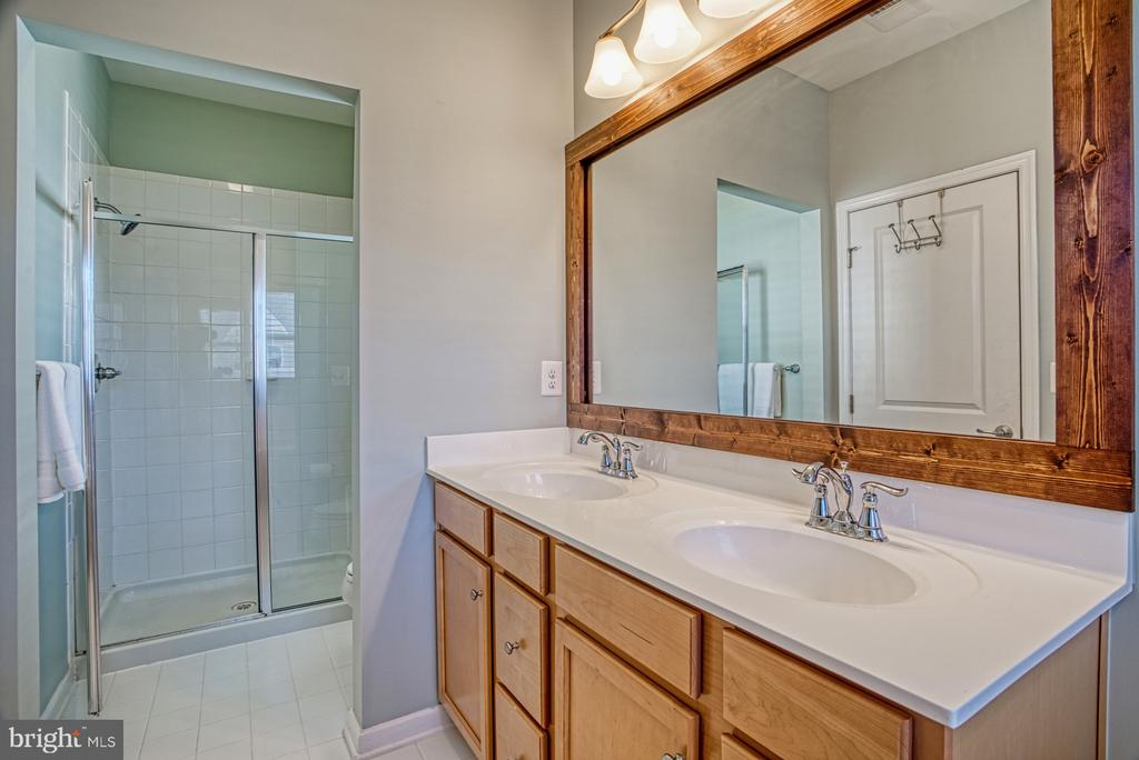 Master Bathroom has Separate Shower - 25056 MCCULLEY TER, ALDIE