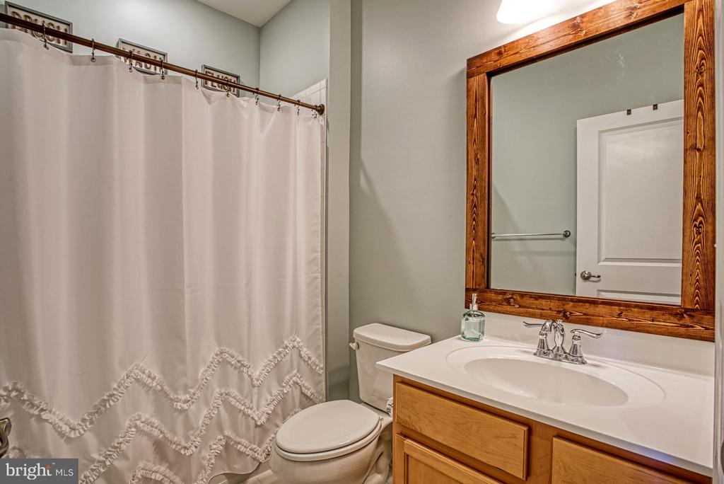 Second Full Bath with Tub/Shower - 25056 MCCULLEY TER, ALDIE