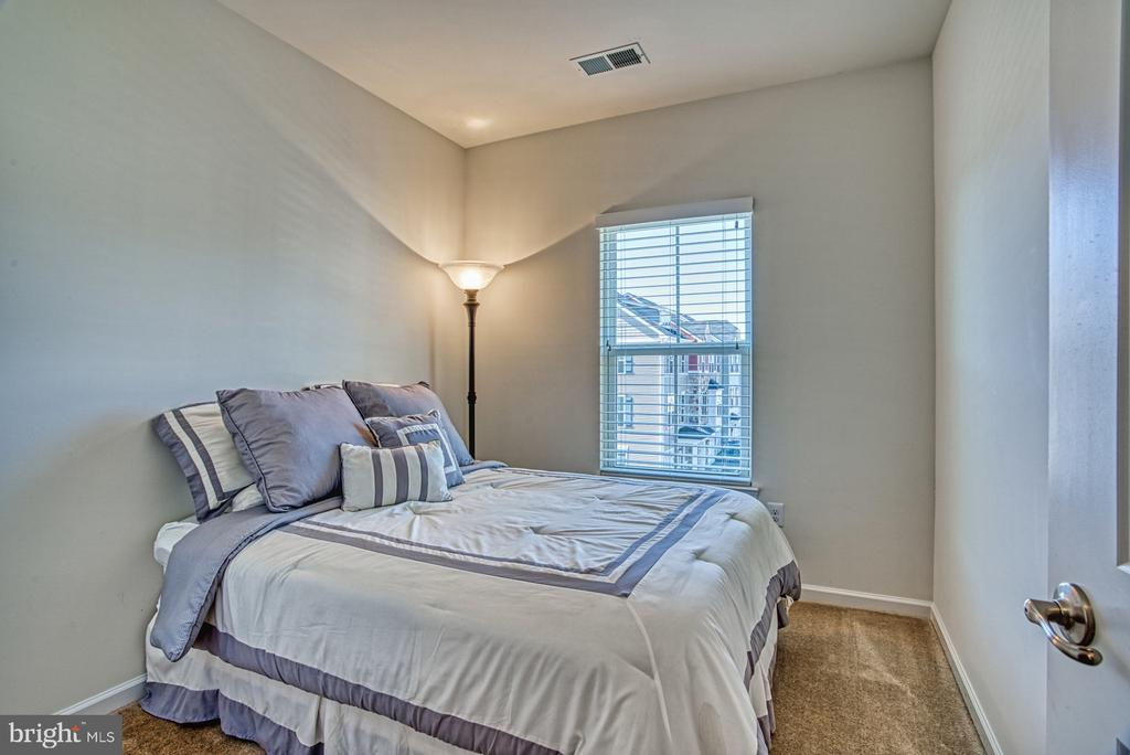 Cozy Third Bedroom - 25056 MCCULLEY TER, ALDIE