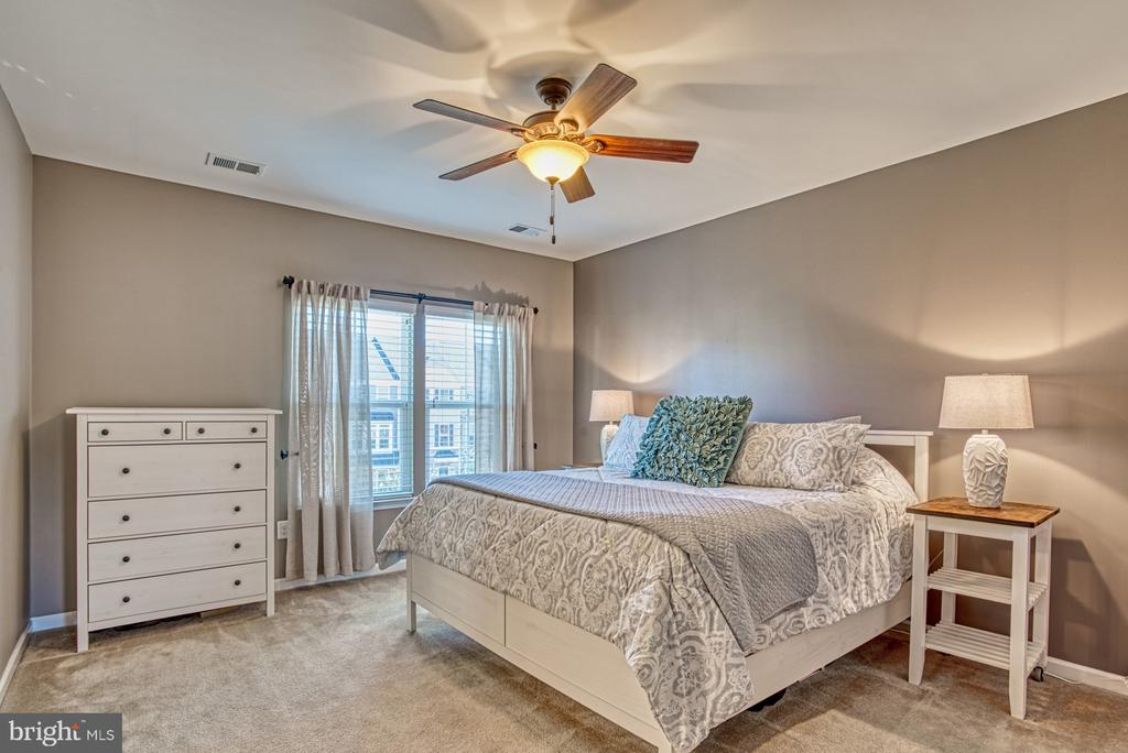 Spacious Master Bedroom - 25056 MCCULLEY TER, ALDIE