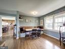 Built-in Banquette Eating Area - 7800 PERSIMMON TREE LN, BETHESDA