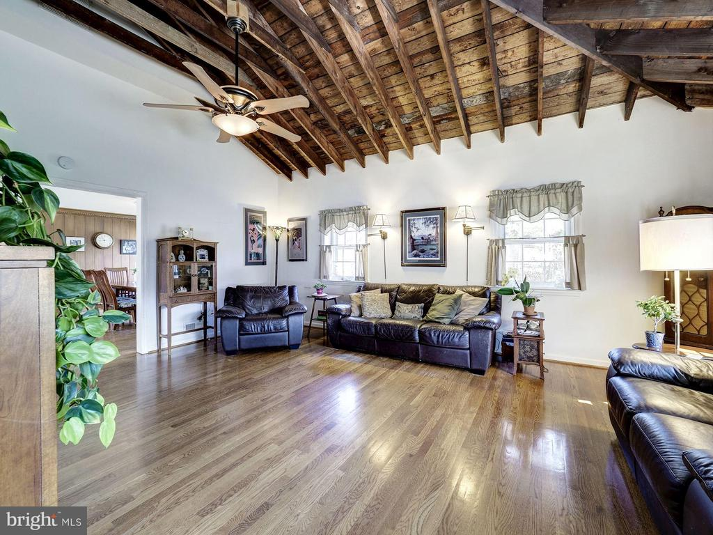 Family Room with Vaulted Ceiling - 7800 PERSIMMON TREE LN, BETHESDA