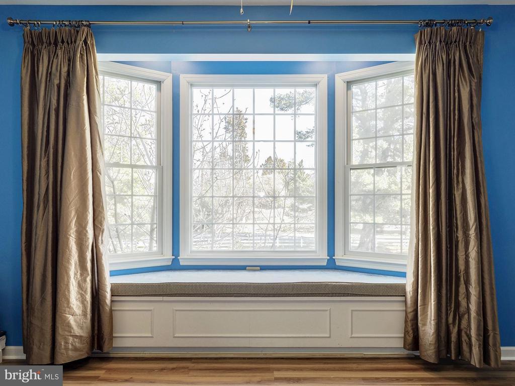 Window Seat in Upper Level 5 Bedroom - 7800 PERSIMMON TREE LN, BETHESDA