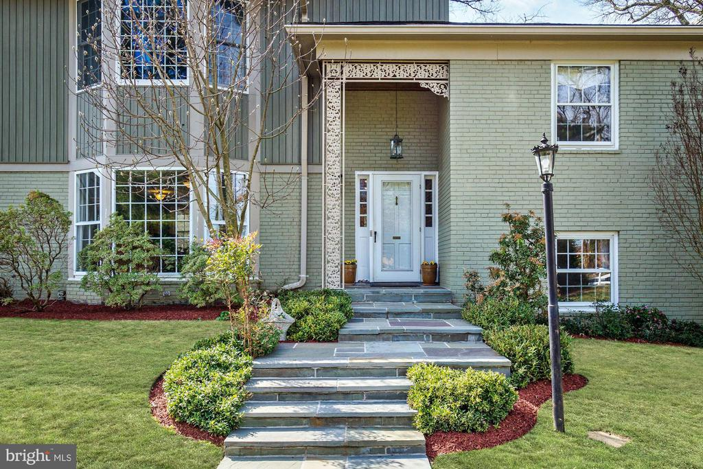 Front Entry - 7800 PERSIMMON TREE LN, BETHESDA