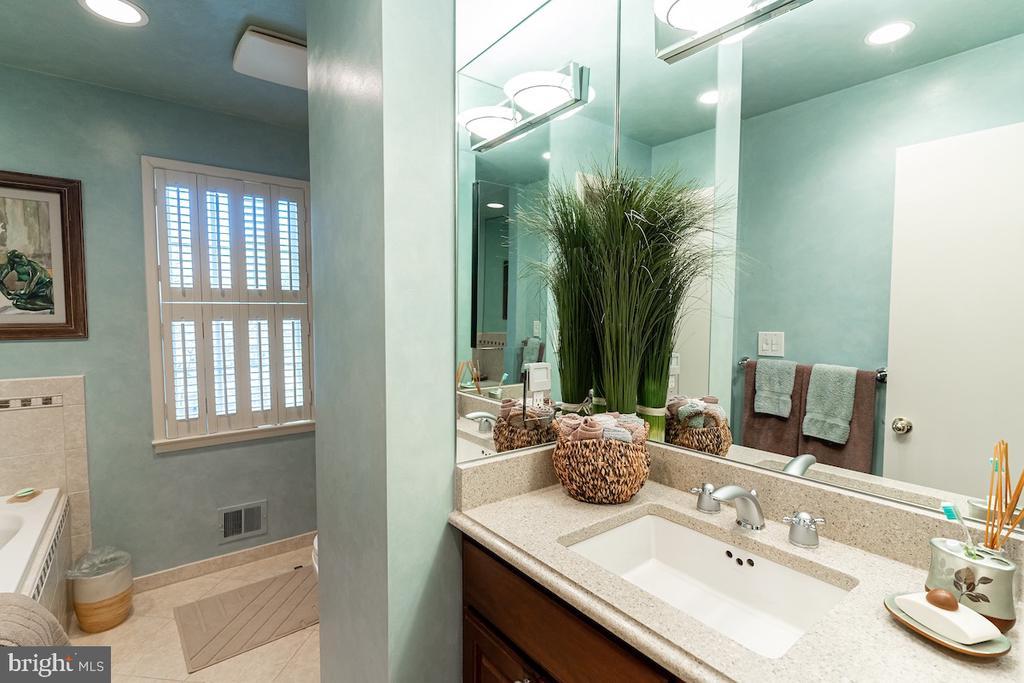 2nd floor hall full bath. - 11905 VIEWCREST TER, SILVER SPRING