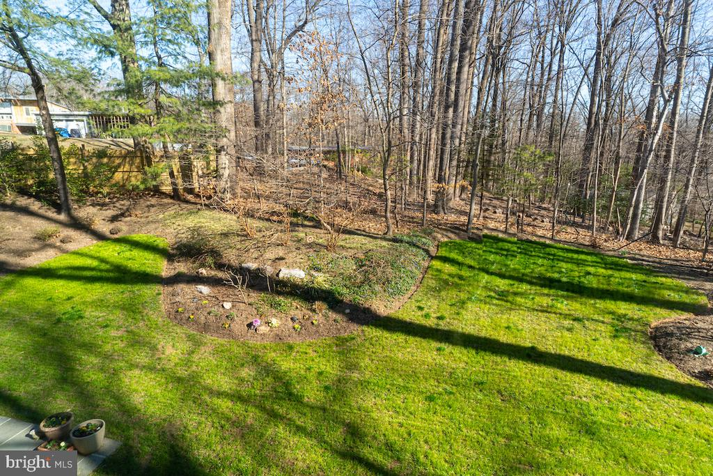 A spacious and scenic backyard with a great view! - 11905 VIEWCREST TER, SILVER SPRING