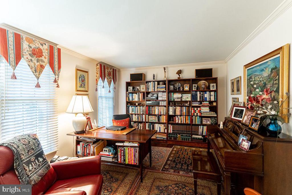 First fl. den that could be converted to a bedroom - 11905 VIEWCREST TER, SILVER SPRING