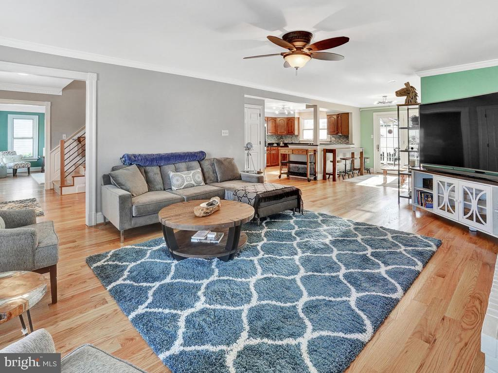 Flow continues to family room - 1012 MERCER PL, FREDERICK