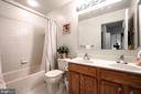 Hall bath with double vanity - 34 WADDINGTON CT, ROCKVILLE