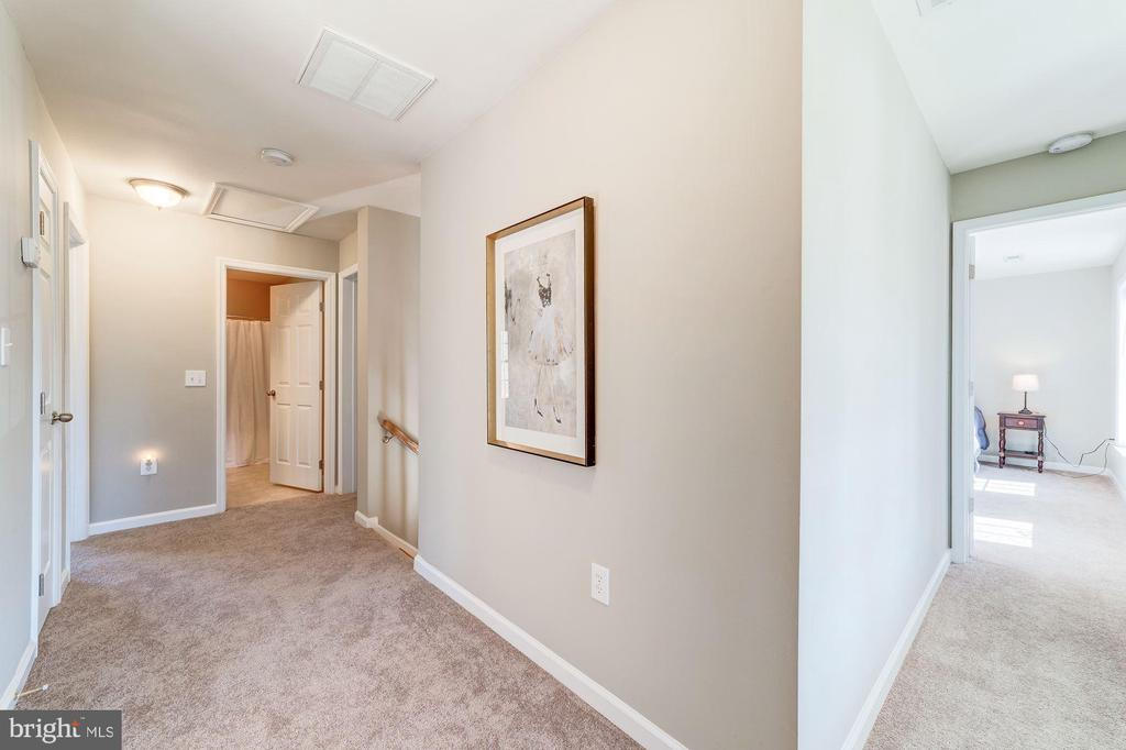 Good open flow upstairs - 7102 BYRNELEY LN, ANNANDALE