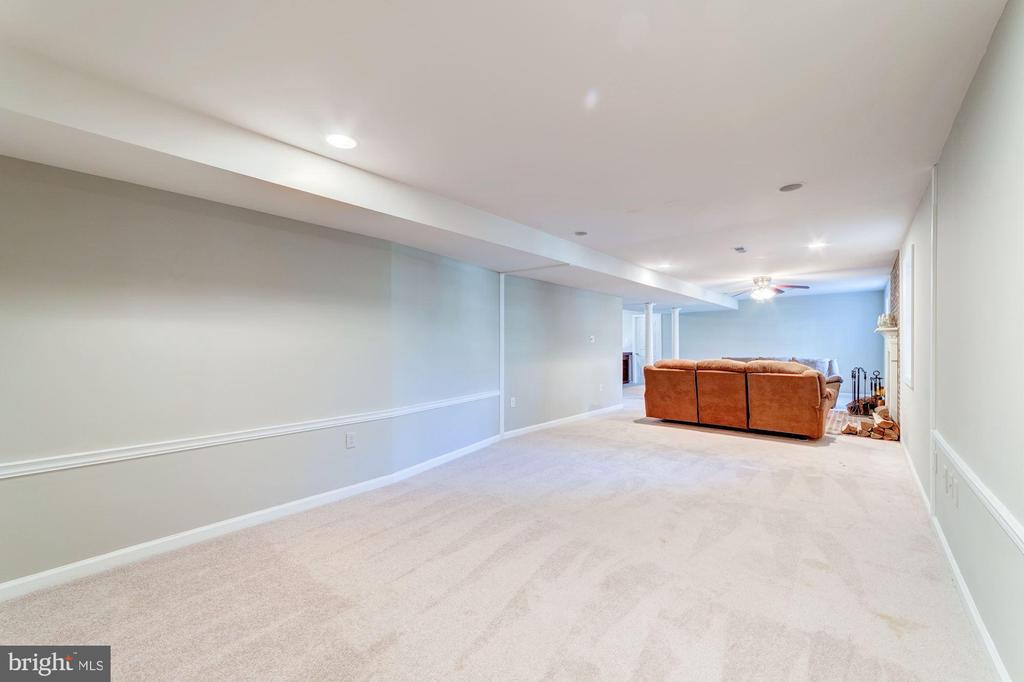 Perfect area in basement for media or gaming - 7102 BYRNELEY LN, ANNANDALE