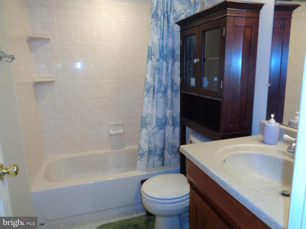 Lower Level Ceramic Full Bath #3 - 12509 HAWKS NEST LN, GERMANTOWN