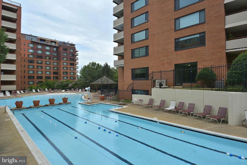 Fantastic Pool - 1121 ARLINGTON BLVD #1005, ROSSLYN