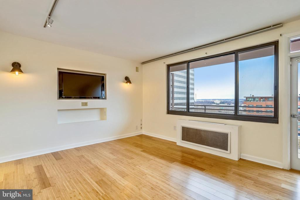 Spacious and Airy, Great Views - 1121 ARLINGTON BLVD #1005, ROSSLYN