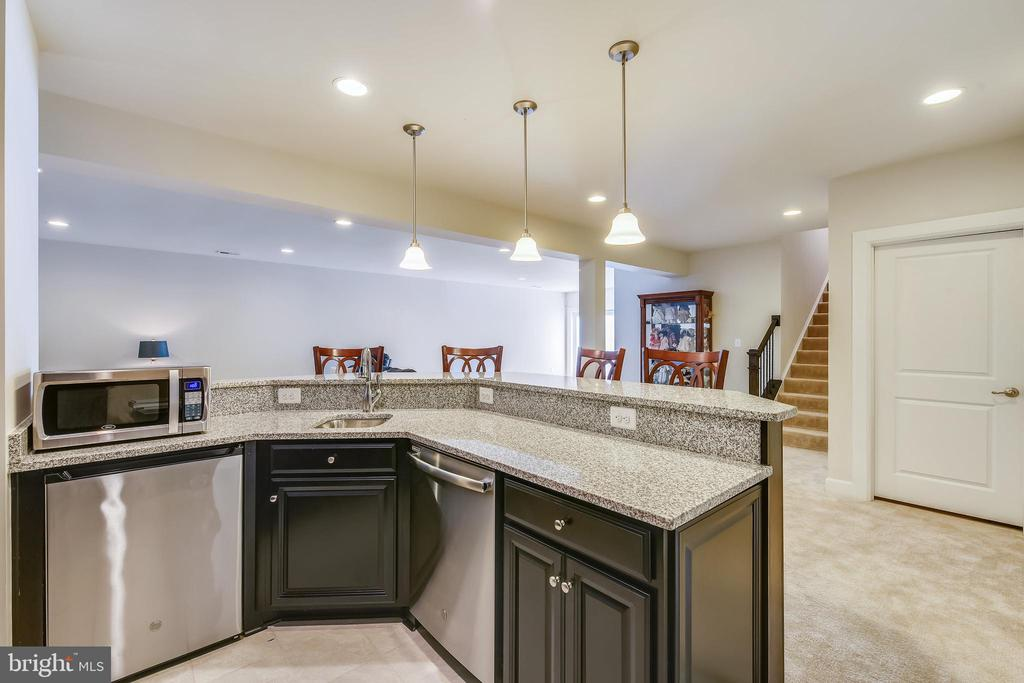 Built-in appliances convey. Mini-refrig. does not. - 41178 CHATHAM GREEN CIR, ALDIE