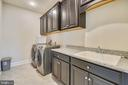 Upper level laundry room w/ sink & long counter - 41178 CHATHAM GREEN CIR, ALDIE