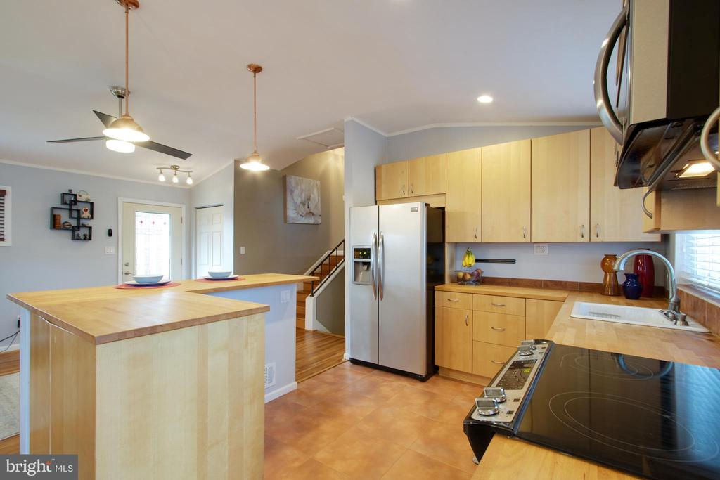 So much counter top space and cabinets - 10822 CHARLES DR, FAIRFAX