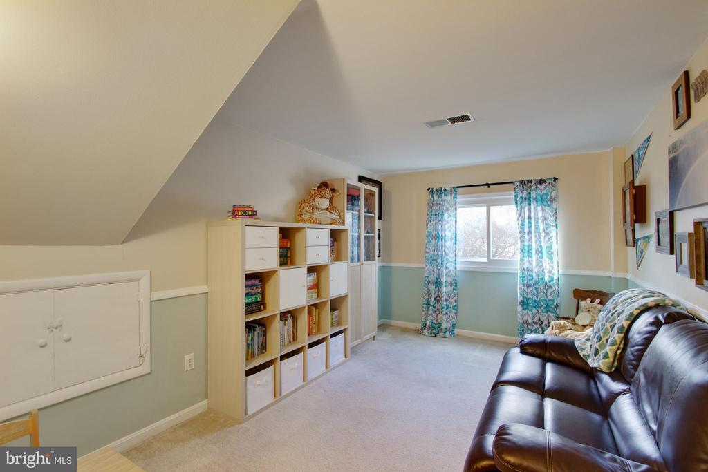 Den, office, playroom, you decide - 10822 CHARLES DR, FAIRFAX